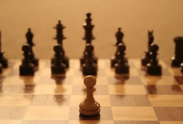 Шахматная доска и расстановка шахматных фигур на ней
