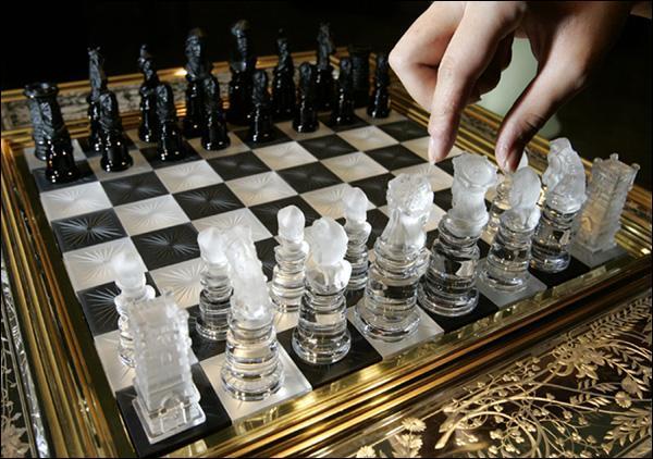 правила игры в шахматы обязательно ли бить