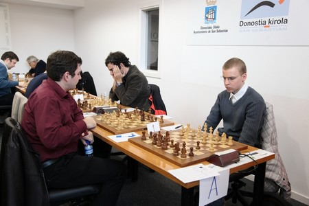 Виктор Лозничка (справа) играет в полуфинале с Моисеенко