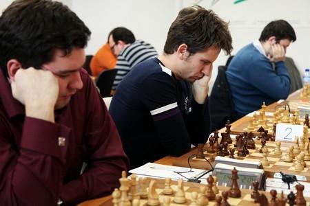 Победитель Donostia Chess Festival Андрей Волокитин рядом со своим соотечественником