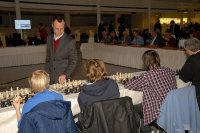 Сергей Тивиаков играет осторожно в сеансе одновременной игры в Гааге