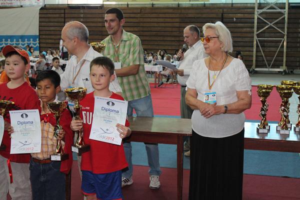 Даниил Акочёнок справа - самый молодой российский призер