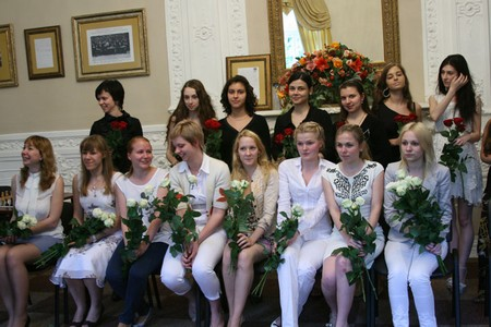 Блондинки победили брюнеток 2012