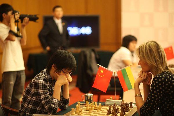 Хоу Ифань против Виктории Чмилите - матч чемпионок