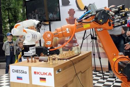 Матч шахматных роботов - KUKA Monstr (Германия) - CHESSka (Россия)