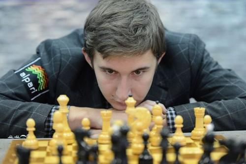 Сергей Карякин сегодня празднует свое 23-летие. В первом туре играет с Хоу Ифань
