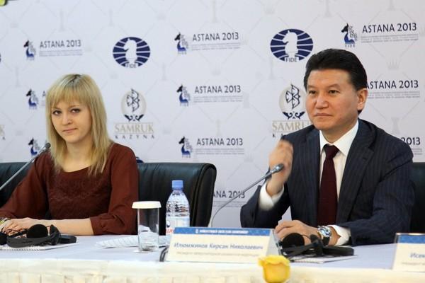Кирсан Илюмжинов и чемпионка мира Анна Ушенина на открытии женского командного чемпионата мира 2013