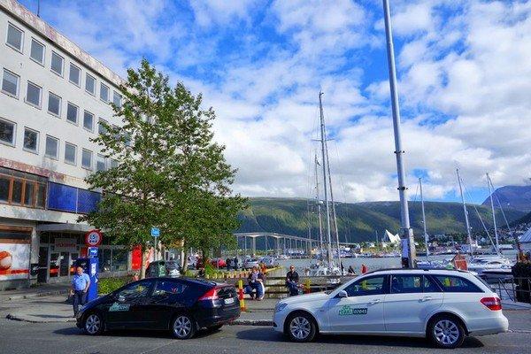 Перед зданием, в котором будет проходить турнир