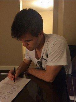 Магнус Карлсен подписал контракт на участие в матче