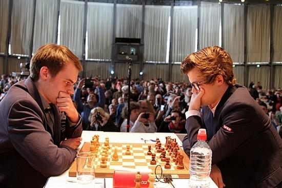 Магнус Карлсен впервые в очках, 2017