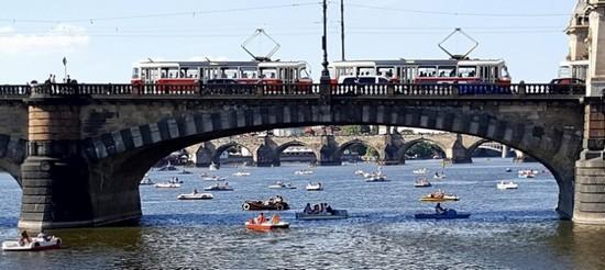 Прага, лето 2017, матч Навары-Иванчук, мост